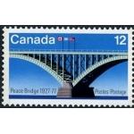 Мосту Мира за 90, а он полон энергии